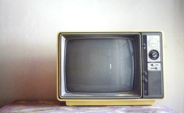 Descarte de televisão velha
