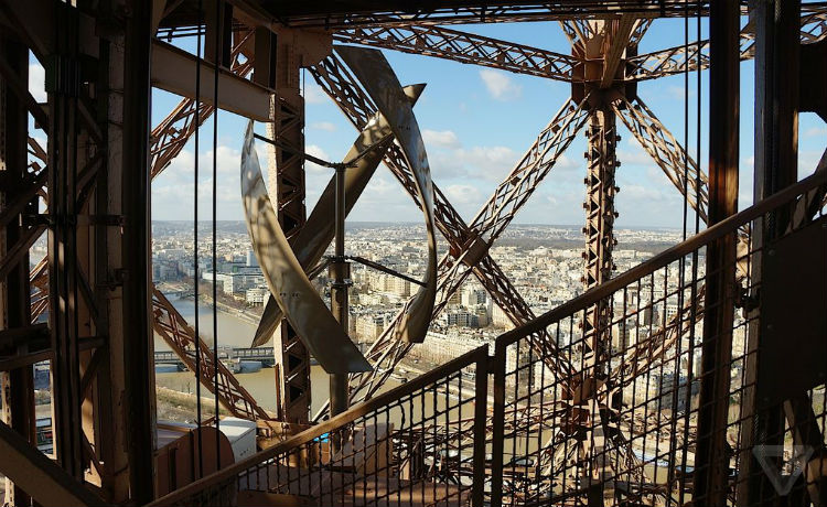 Turbina eólica vertical instalada na Torre Eiffel